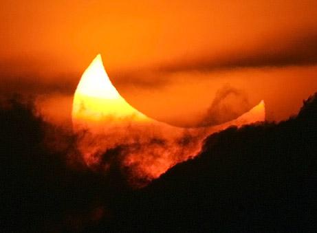 Празникът на светлината по време на слънчево затъмнение