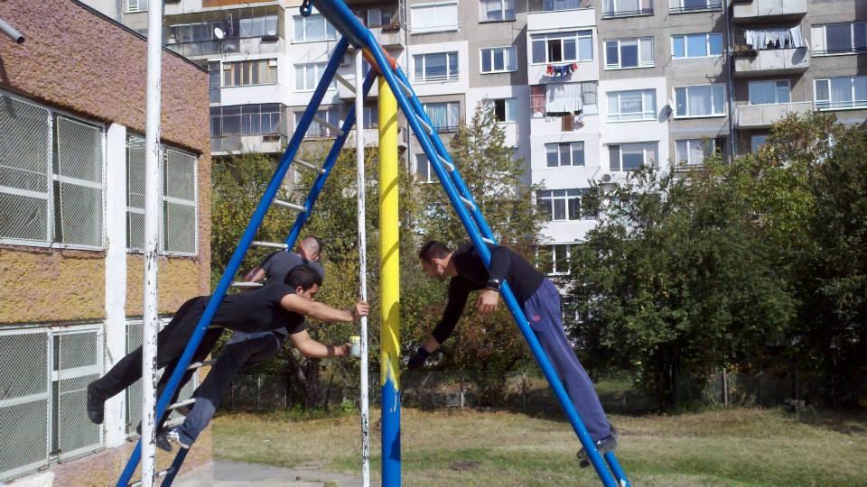 Добрите новини: Ентусиасти в София реновираха училищна тренировъчна площадка