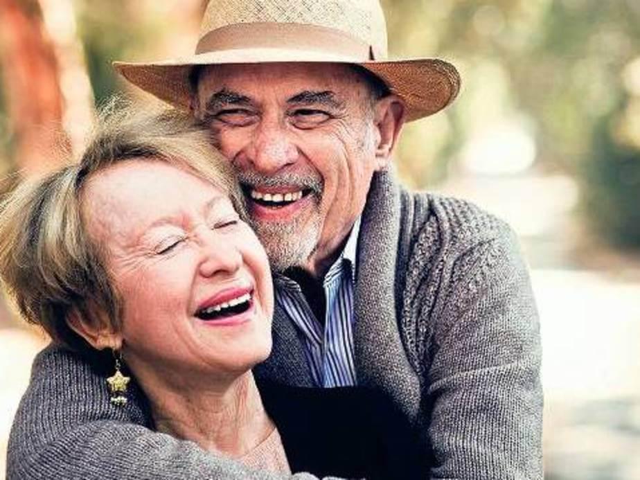 Самият Ялом, изглежда, добре прилага собствените си съвети за изграждане на трайни взаимоотношения и истинска близост. Със съпругата си Мерилин са заедно повече от 60 години, като се радват на неостаряваща любов – докато смъртта ги раздели.