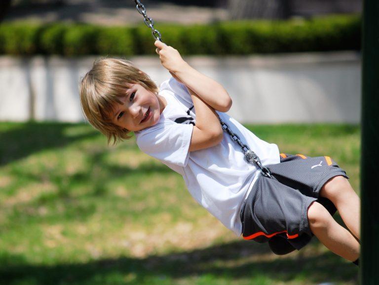 Пътят от детската площадка води или до самоувереността, или до малоценността